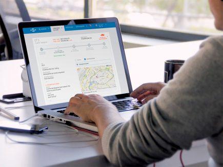Shippeo a fait le choix des API Google Maps. Mais le développement d'un portefeuille de clients orientés poids lourd l'amène à se poser la question d'une base de données adaptée à leurs contraintes.