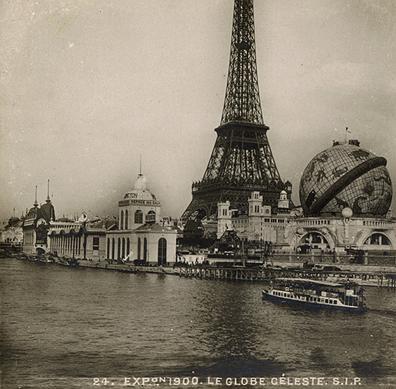 Lors de l'exposition universelle de Paris en 1900, un immense globe céleste, conçu par Albert Galeron a été construit au pied de la Tour Eiffel.