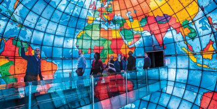 Le Mapparium, un globe haut comme une maison de trois étages construit en 1935 peut se visiter de l'intérieur à la bibliothèque Mary Baker Eddy de Boston (États-Unis)