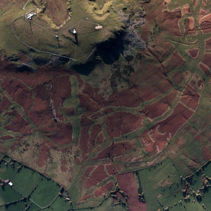 les lettres « LFC » au milieu des landes de Titterstone Clee Hill