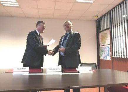 Pierre-Marie Abadie, directeur général de l'Andra et Daniel Bursaux, directeur général de l'IGN ont signé un accord de coopération scientifique le 28 janvier 2019