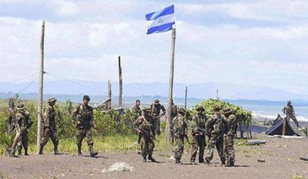 En 2010, les troupes nicaraguayennes ont envahi l'île de Calero, au Costa Rica, pensant qu'elle faisait partie du Nicaragua. Apparemment, Eden Pastora, le commandant de l'armée, avait utilisé Google Maps pour planifier sa mission. Google Maps avait par erreur attribuée 2,7 km de frontière du Costa Rica au Nicaragua. Cette erreur a semble-t-il réveillé de vieux démons… (Image extraite d'un article publié par The Telegraph)