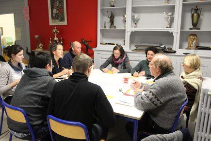 Bénévoles, salariés qui travaillent à distance... régulièrement, tout le monde se retrouve à Chambéry pour discuter des projets.