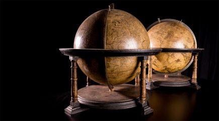 les globes de Mercator de l'université de Lausanne (© Fabrice Ducrest @UNIL)
