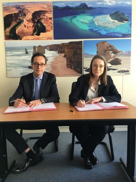 Michèle Rousseau,  P.-D.G. du BRGM, et Marc Chaussidon, directeur de l'IPGP, lors de la signature de l'accord-cadre entre les deux entités, le 18 janvier 2019 au siège parisien du BRGM. © BRGM