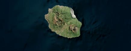 Malgré la présence récurrente de nuages, les données d'observation de la Terre par satellite sont souvent exploitées à La Réunion.