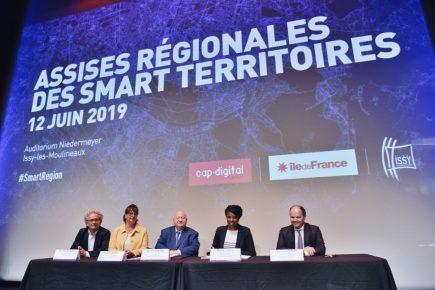 De gauche à droite : Eric JEUNEMAITRE,  président du Comité Régional du Tourisme (CRT) Paris Île-de-France, Claire SZABO, maire-adjointe d'Issy déléguée à la communication et au tourisme, André SANTINI, maire d'Issy-les-Moulineaux, Hamida REZEG, vice-présidente de la Région déléguée au Tourisme et Thierry LEFEVRE, premier maire-adjoint d'Issy.