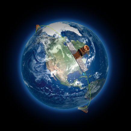 Les trois satellites de la Constellation RADARSAT seront positionnés à égale distance l'un de l'autre, sur une même orbite, à 600 kilomètres d'altitude. (Source : Agence spatiale canadienne.)