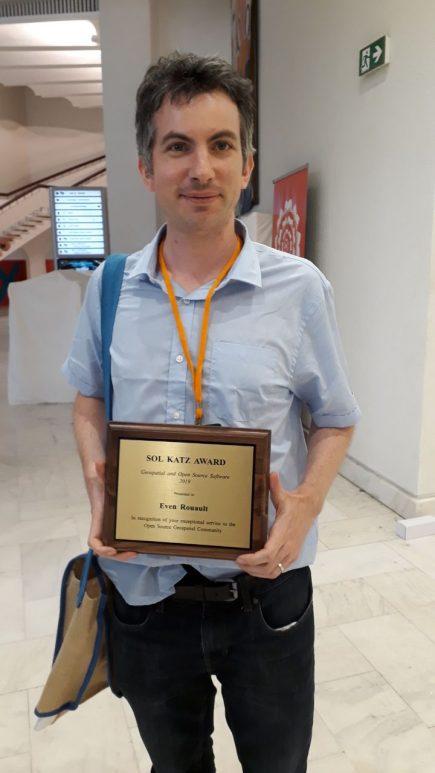 Even Rouault recevant son prix à FOSS4G 2019